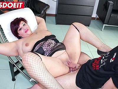 BBW Italian mature enjoys ass fucking and facial